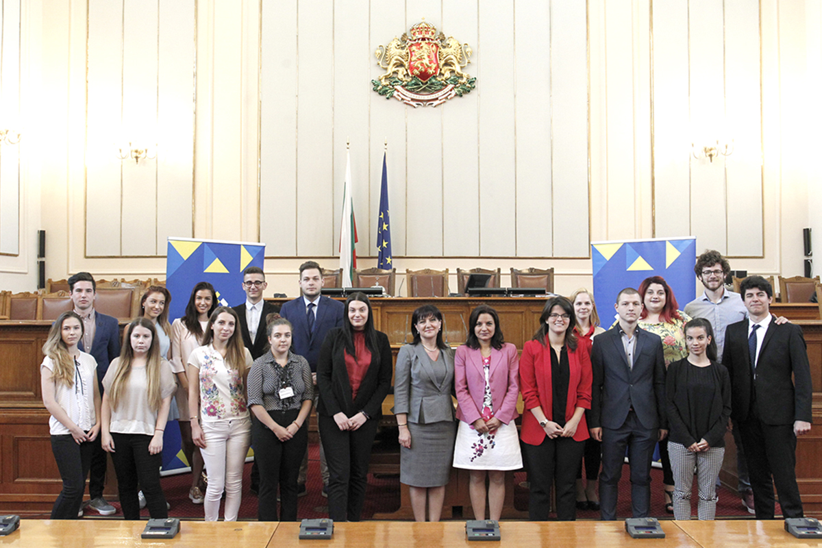 The President of the National Assembly Tsveta Karayancheva handed honorary certificates to the volunteers in the events of the Parliamentary Dimension of the first Bulgarian Presidency of the EU Council